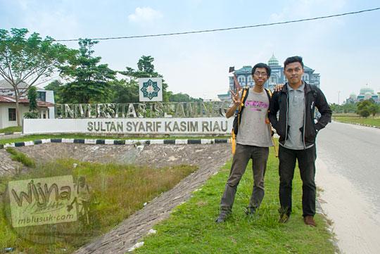 Cerita jalan-jalan blogger Jawa keliling kampus UIN Sultan Syarif Kasim di Panam, Pekanbaru, Riau pada tahun 2016