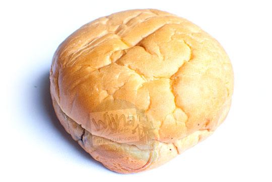 wujud fisik roti cokelat mr bread besar dan padat pada tahun 2016