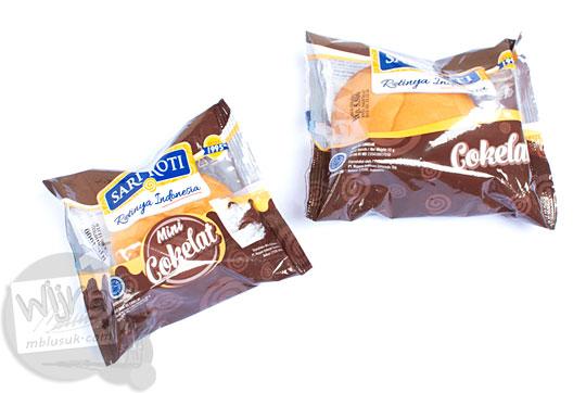 review rasa kualitas sari roti ukuran biasa dan ukuran mini rasa cokelat