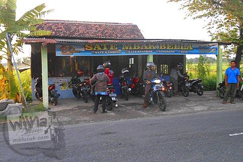 Foto tampak luar Warung Sate Kambing Mbak Bella di Jl. Imogiri Timur, Bantul pada tahun 2016