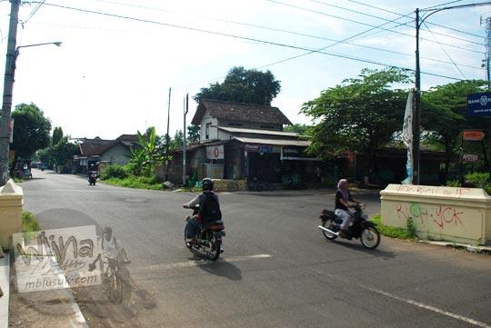 Perempatan pasar Balangan di Seyegan, Yogyakarta di tahun 2016