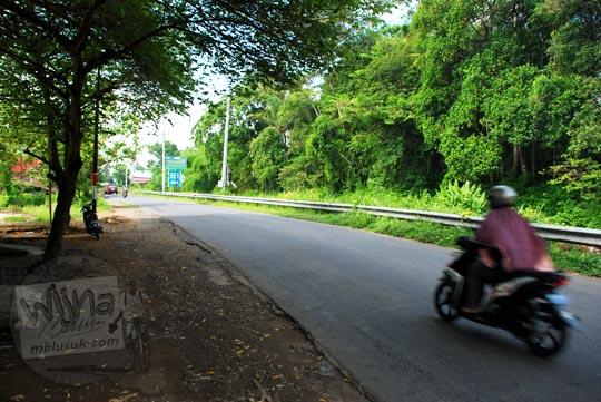 Jalan alternatif Susur Selokan Van Der Wijck arah ke Godean, Yogyakarta di tahun 2016