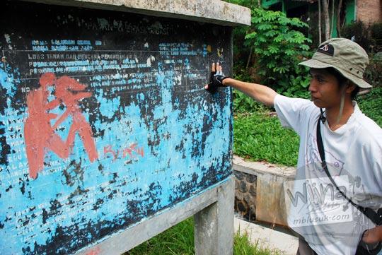 Papan informasi saluran sekunder Selokan Van Der Wijck, Yogyakarta di tahun 2016