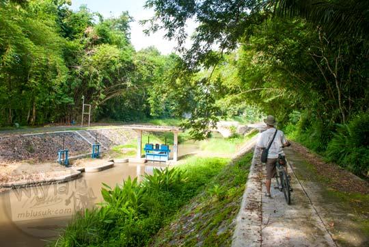 Pemandangan desa di sepanjang Selokan Van Der Wijck, Yogyakarta di tahun 2016