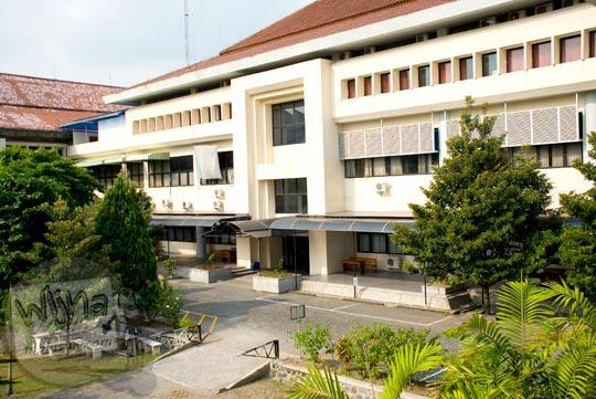 Gedung Administrasi dan Dosen di Kampus FMIPA Utara UGM di tahun 2007