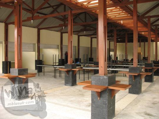 Kantin mahasiswa di kampus FMIPA Utara UGM di tahun 2007 sebelum diresmikan