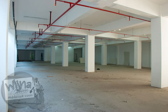 Suasana dan daya tampung parkiran basement di gedung baru Kampus FMIPA Utara UGM di tahun 2016