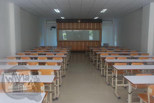 Suasana di dalam ruang kuliah modern di gedung baru Kampus FMIPA Utara UGM di tahun 2016