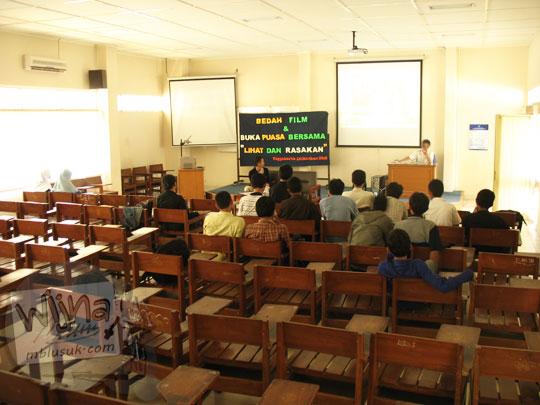 Suasana ruang kuliah lawas di Kampus FMIPA Utara UGM di tahun 2006