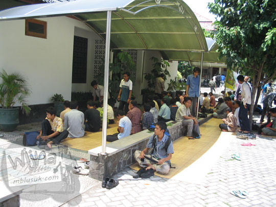 Masjid Kampus FMIPA Utara UGM di tahun 2016 yang belum berubah