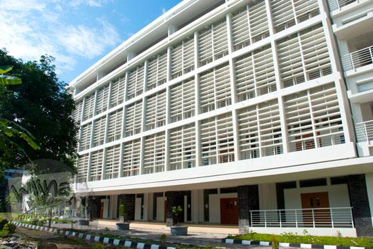 Gaya arsitektur khas gedung-gedung kampus UGM di tahun 2016