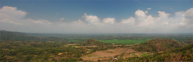 Pemandangan indah Kulon Progo dari Puncak Moyeng