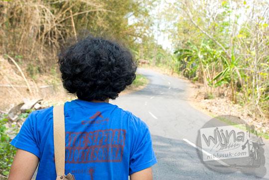 Tampak belakang Raditya AN Jati alias Denmas Brindhil pesepeda federal dari Yogyakarta