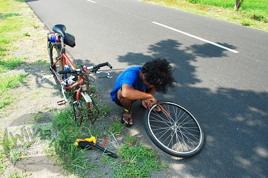 tips trik bongkar pasang ban dalam sepeda gunung, mtb, dan federal dengan cepat