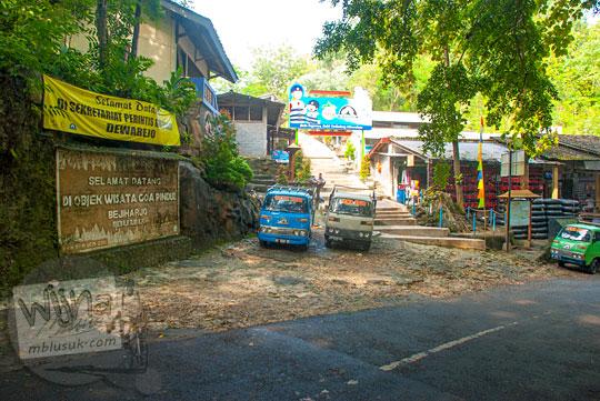 tips trik harga berwisata tiket murah rombongan tur naik bus suasana sepi ke obyek wisata Gua Pindul, desa Bejiharjo, Karangmojo, Gunungkidul di hari kerja pada April 2016