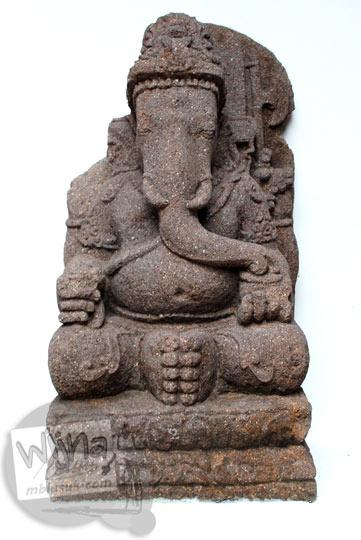 Arca Ganesha dengan kedua gading utuh koleksi Museum Sonobudoyo, Yogyakarta pada tahun 2016