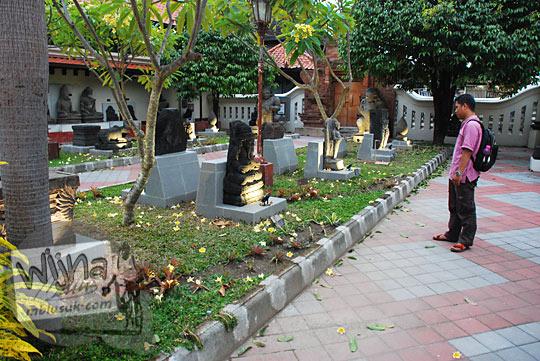 Halaman Utara tempat pajangan koleksi arca Museum Sonobudoyo, Yogyakarta pada bulan Ramadan tahun 2016