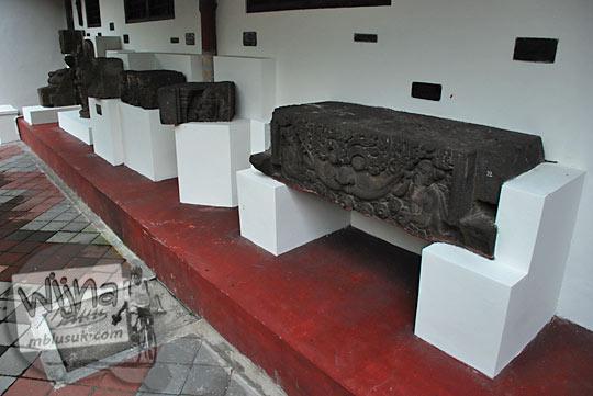 Batu relief candi yang terlantar dirawat di Museum Sonobudoyo, Yogyakarta di tahun 2016