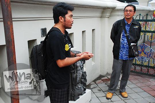 Erwin dari Komunitas Yogyakarta Night at the Museum dan Pak Arya Pemandu dari Museum Sonobudoyo, Yogyakarta di tahun 2016