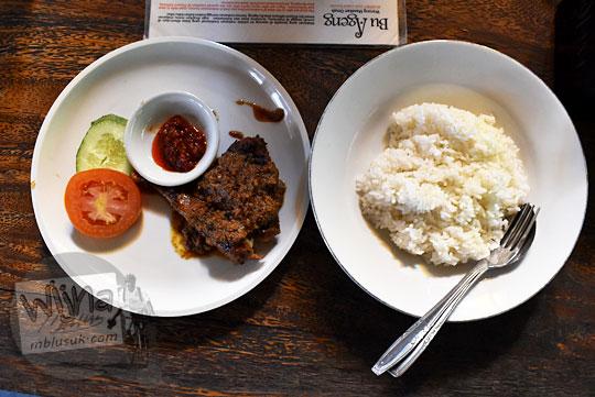 Review rasa dan harga paket nasi ayam di rumah makan Bu Ageng Jalan Tirtodipuran, Yogyakarta pada Agustus 2016