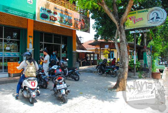 lokasi penampakan bangunan warung makan gatot sego thiwul yu tum di Wonosari, Gunungkidul, Yogyakarta