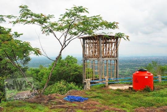 pembangunan torn air sebagai penampungan air pohon di Puncak Bucu, Srimulyo, Piyungan, Bantul pada Desember 2015