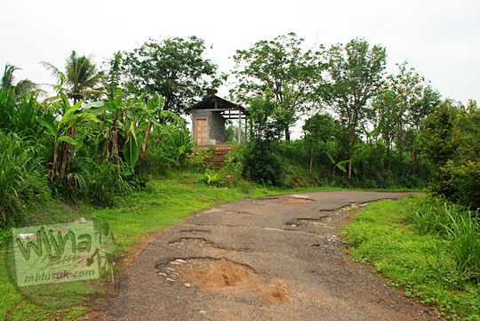 Puncak Tanjakan Kaligatuk di Desa Srimulyo, Piyungan, Bantul pada Desember 2015