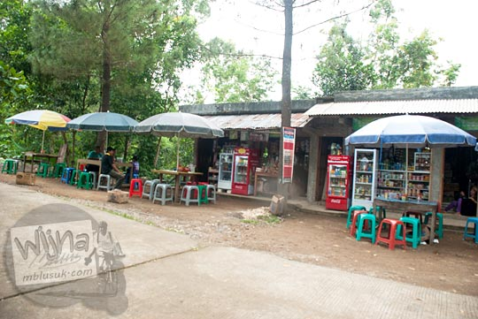 harga makanan yang ada di warung obyek wisata Kalibiru, Hargowilis, Kokap, Kulon Progo pada Januari 2016