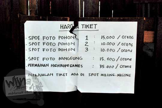 daftar harga tiket untuk berfoto di spot foto pohon di obyek wisata Kalibiru, Hargowilis, Kokap, Kulon Progo pada Januari 2016