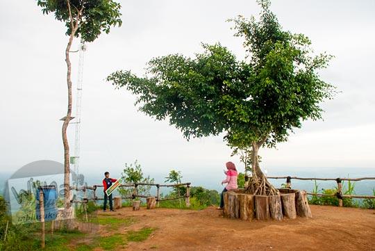 lokasi pacaran asyik dan sepi di obyek wisata Canting mas Puncak Dipowono, Hargowilis, Kokap, Kulon Progo pada Januari 2016