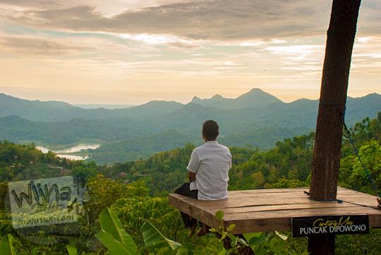 contoh edit foto under exposure yang diambil di Canting mas Puncak Dipowono, Hargowilis, Kokap dengan format RAW memakai aplikasi Lightroom