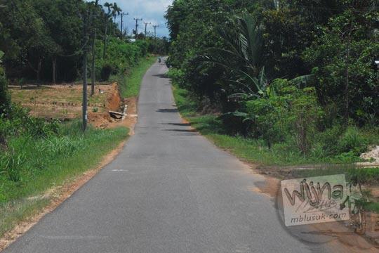 rute petunjuk arah kondisi jalan aspal sepi kosong rawan kejahatan menuju obyek wisata kawasan belitung timur air terjun marsila taman wisata sukma alam