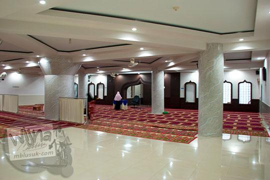 suasana kondisi penampakan di dalam masjid baiturahman kota sungai penuh jambi pada tahun 2015