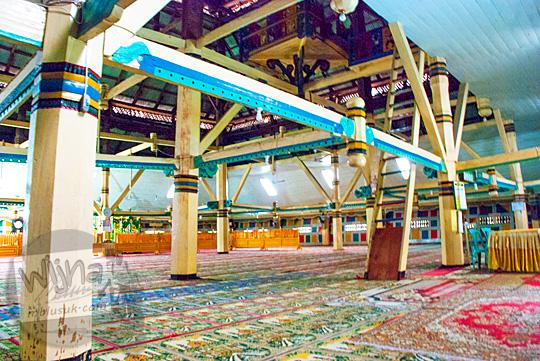 interior kondisi dalam masjid pondok tinggi sungai penuh jambi 2015