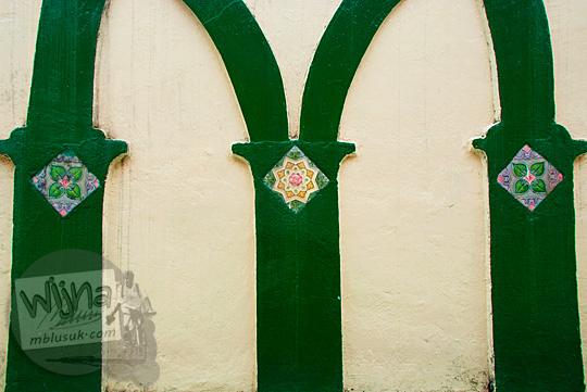 motif kaligrafi mihrab masjid pondok tinggi sungai penuh jambi 2015