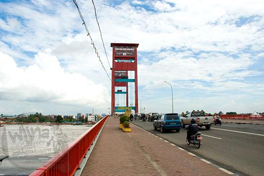 pemandangan jembatan ampera sungai musi