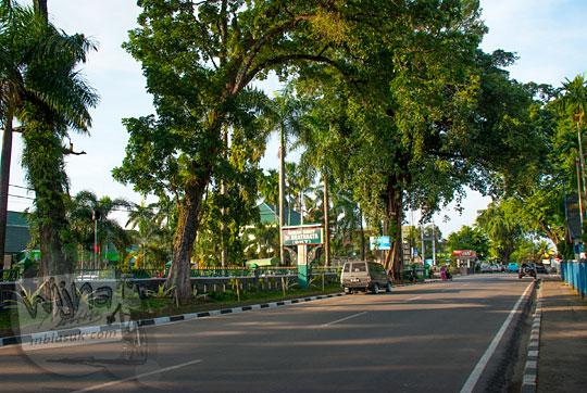 pemandangan pagi di jalan raya depan seberang rumah sakit pusat jambi