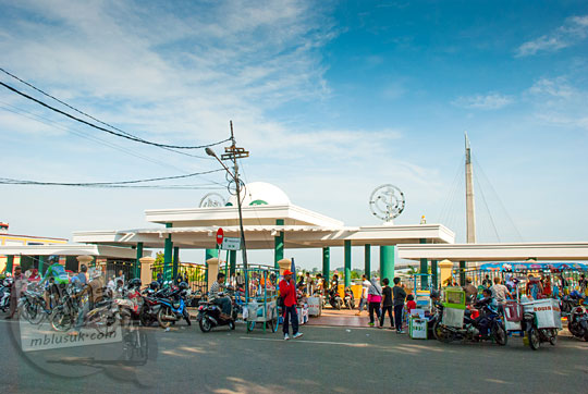 lokasi gerbang masuk ke jembatan gentala arasy di kota jambi
