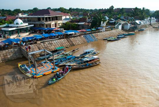 penyeberangan perahu sungai batanghari dari atas jembatan gentala arasy