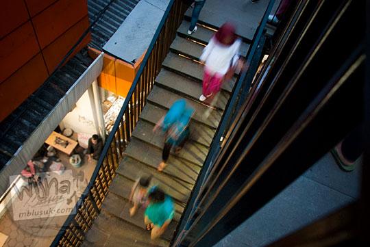letak bentuk tangga naik turun teras cihampelas bandung