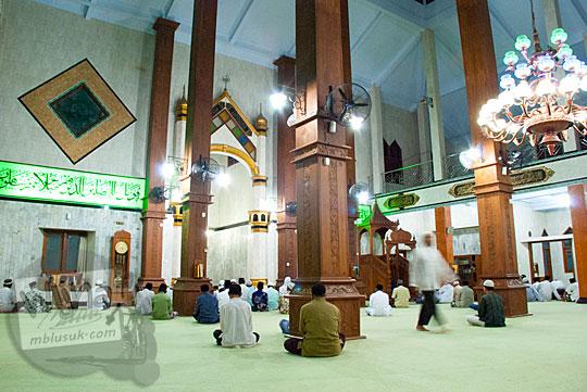 suasana jamaah nu atau muhammadiyah salat Subuh masjid agung kebumen