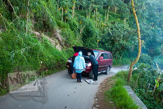 cerita kisah peristiwa mobil yang mendadak mogok di tengah jalan saat pulang dari Bukit Sikunir Dieng karena penumpangnya berbuat hal mesum yang tidak sopan