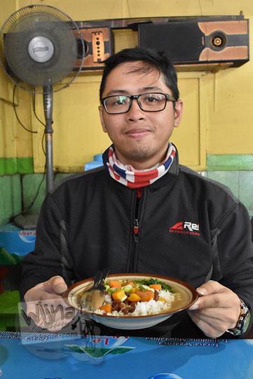 cerita review pengalaman makan bersantap di warung sop senerek bu atmo magelang
