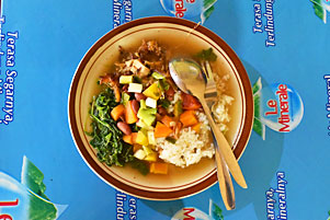 Thumbnail untuk artikel blog berjudul Keturutan Juga Makan Sop Senerek Bu Atmo, Tapi...