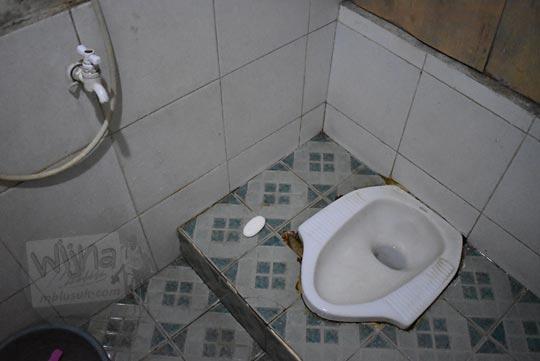 toilet jongkok Jawa di salah satu homestay di Desa Sembungan Kejajar Wonosobo Jawa Tengah