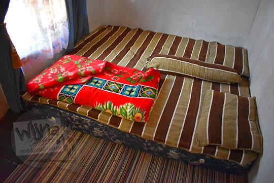 suasana kamar homestay sederhana mas Udin di Desa Sembungan Kejajar Wonosobo Jawa Tengah