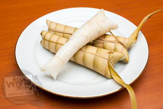 resep jajanan tradisional clorot janur dibungkus ketan dari kebumen