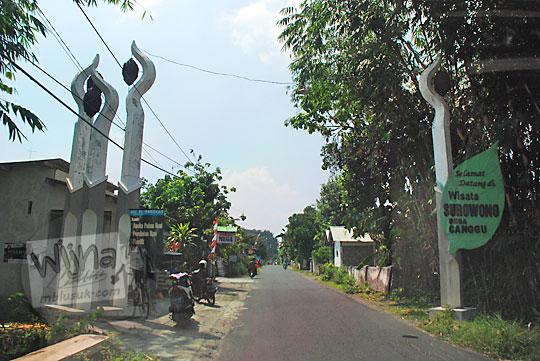 gapura masuk desa wisata Surowono gua dan candi di Desa Canggu, Badas, Kediri