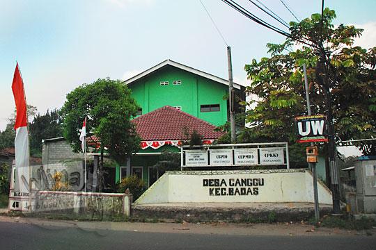tampak luar alamat bangunan kantor kepala desa canggu, kecamatan badas dekat dengan Candi Surowono, Kediri