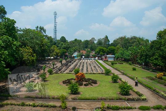pemandangan taman arca kompleks Candi Surowono, Kediri dilihat dari atas difoto pakai drone